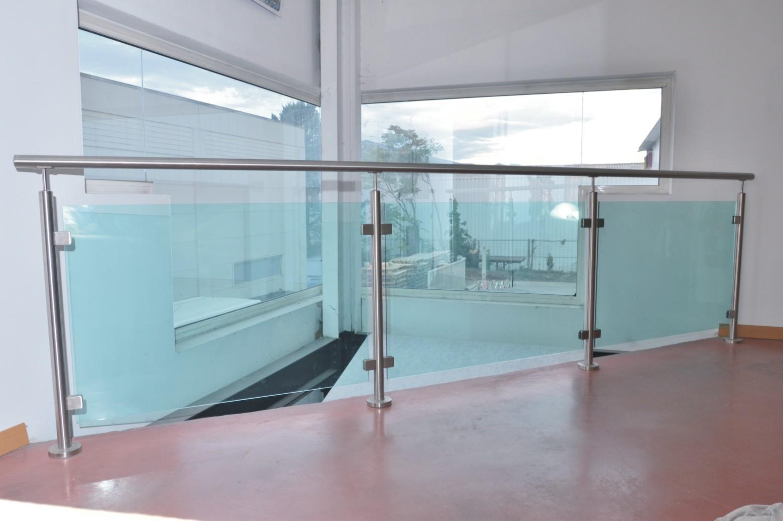 Verre ou plexiglas automobile garage si ge auto - Plexiglass sur mesure ...