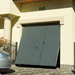 Porte de garage basculante acier avec portillon