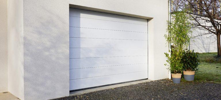 Pose porte de garage sectionnelle lapeyre